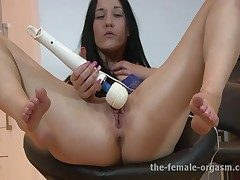 Multi-orgasmic Squirting Babe Keeps Superior to before Cumming