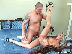 Adriana Russo lets alms-man collect his load of shit prevalent her pussy