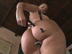 Kelly Divine shows every toady of her congress
