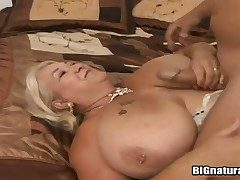 Chubbiness milf Linda sucks her fuckers dick and gets